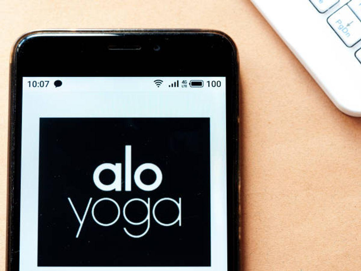 Alo yoga moves review