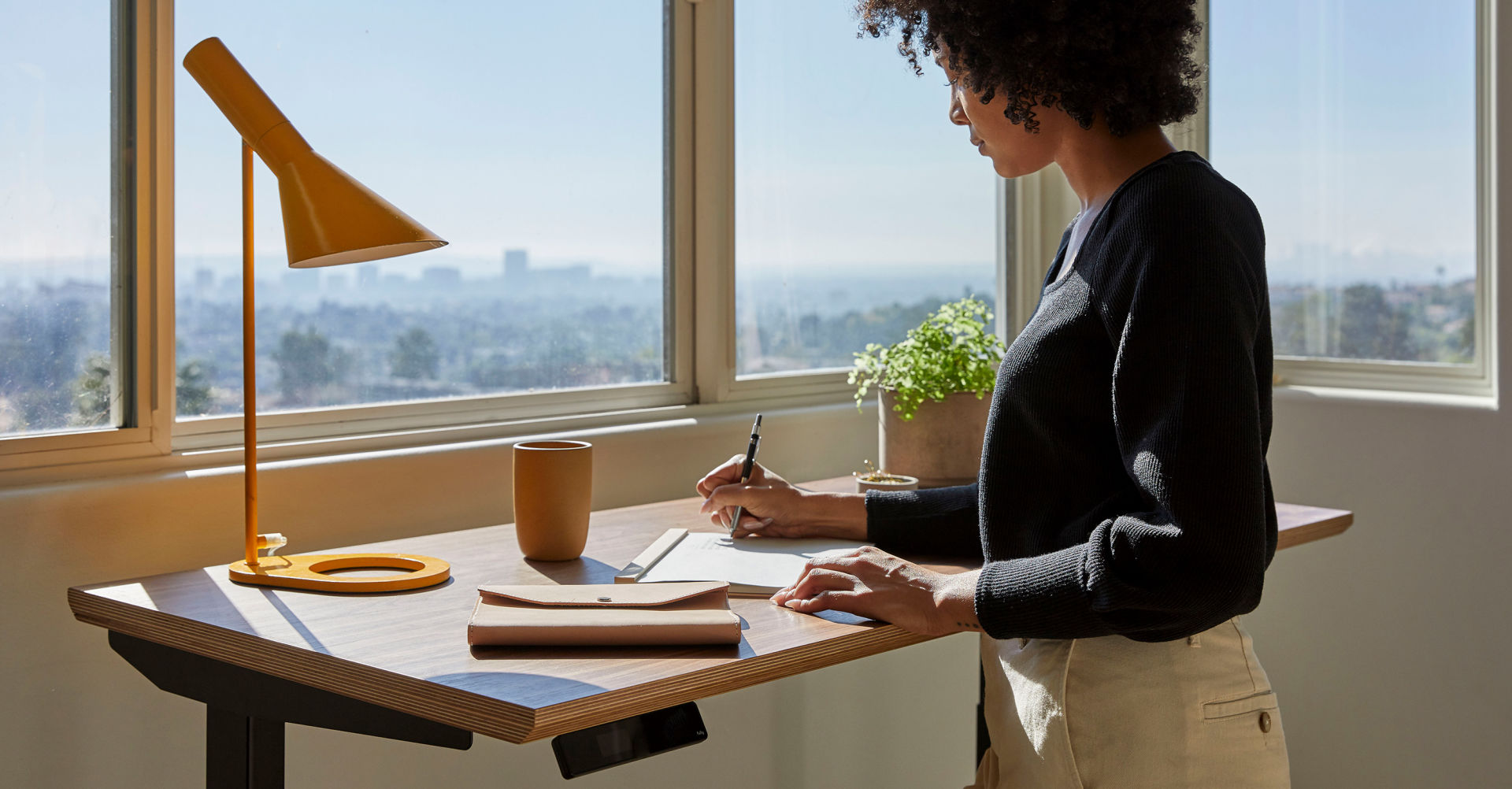 4 Benefits to Using A Standing Desk for Office
